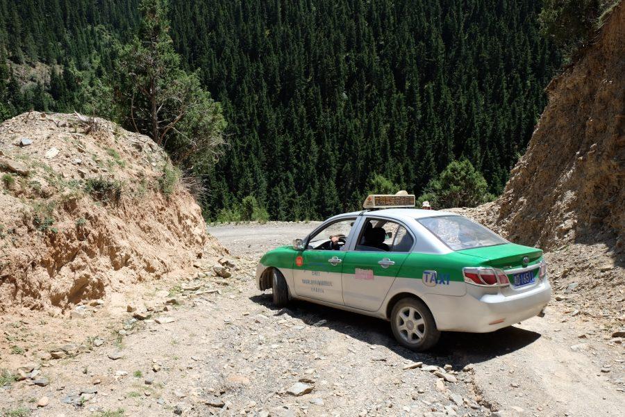 entre Repkong et Labrang, sur la route de Tashikiyl
